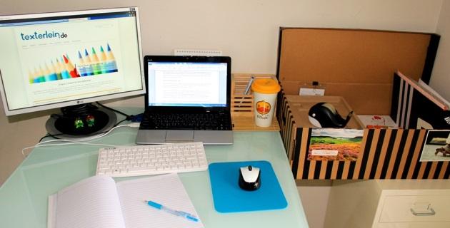 Mein Arbeitsplatz im Home Office: klein aber fein.